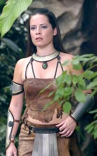 Holly Marie Combs avatar 200x320 Holly-10
