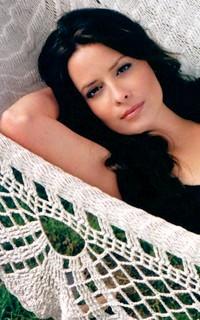Holly Marie Combs avatar 200x320 Holly_10