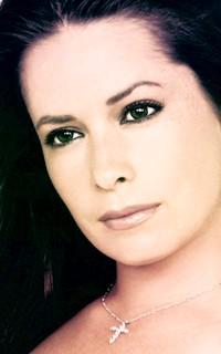 Holly Marie Combs avatar 200x320 Holly_11
