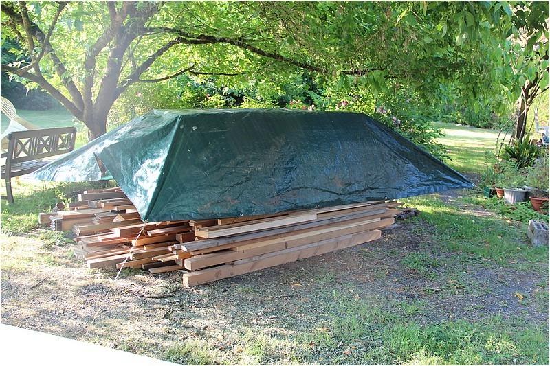 Un rack à bois extérieur Img_8812