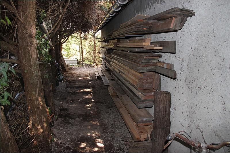Un rack à bois extérieur Img_8911