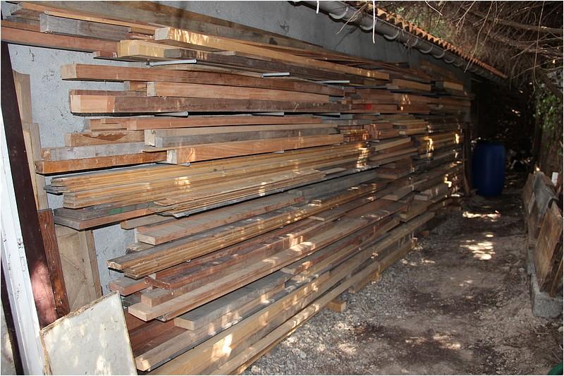 Un rack à bois extérieur Img_8912
