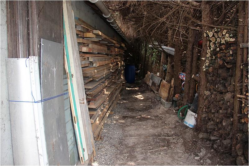 Un rack à bois extérieur Img_8913