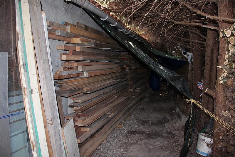 Un rack à bois extérieur Img_9010