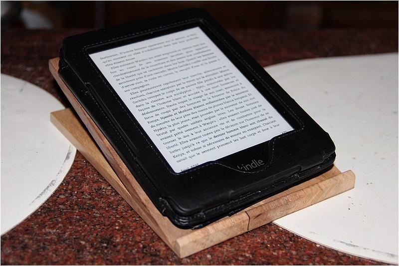 Un support de Kindle Img_9417