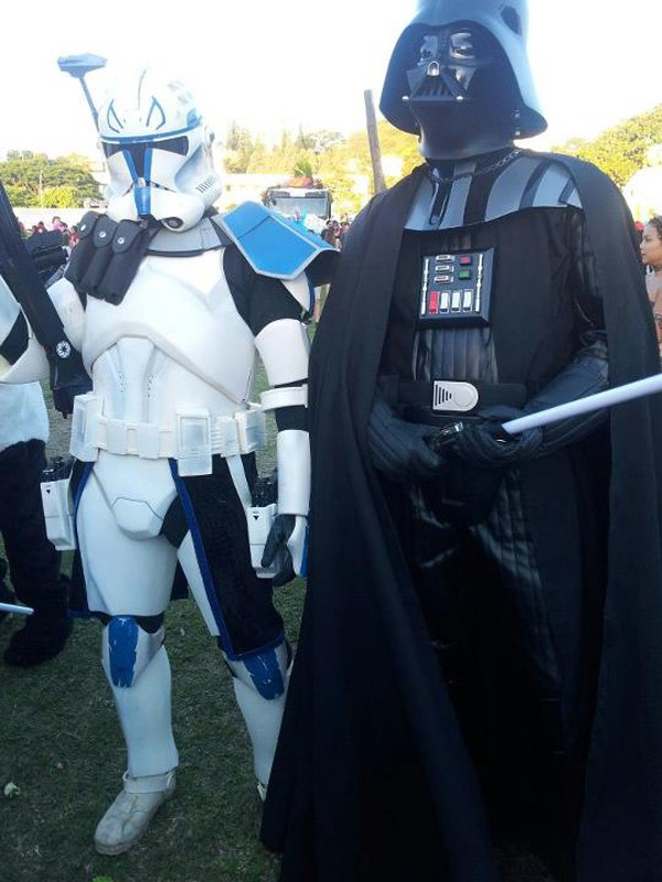 """""""Aayla Secura"""" et """"Commander Bly"""", le cosplay. - Page 2 004610"""