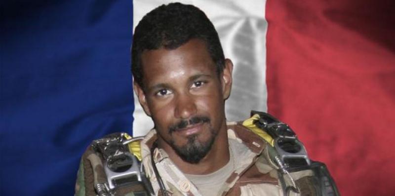 Un sergent-chef français tué dans un « violent accrochage » au Mali 12042510