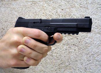 le FNS-9 (innovation du pistolet par la FN Herstal) Aaaaaa11