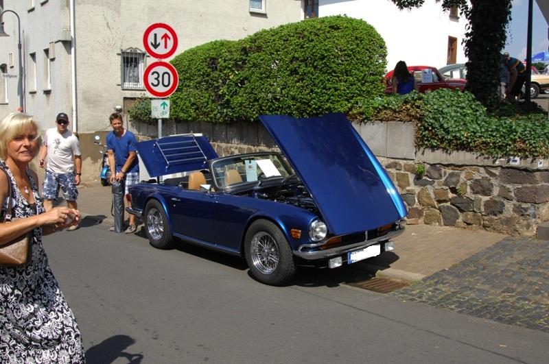 Am Fuße der Burg, oder Autos Autos Autos B1210