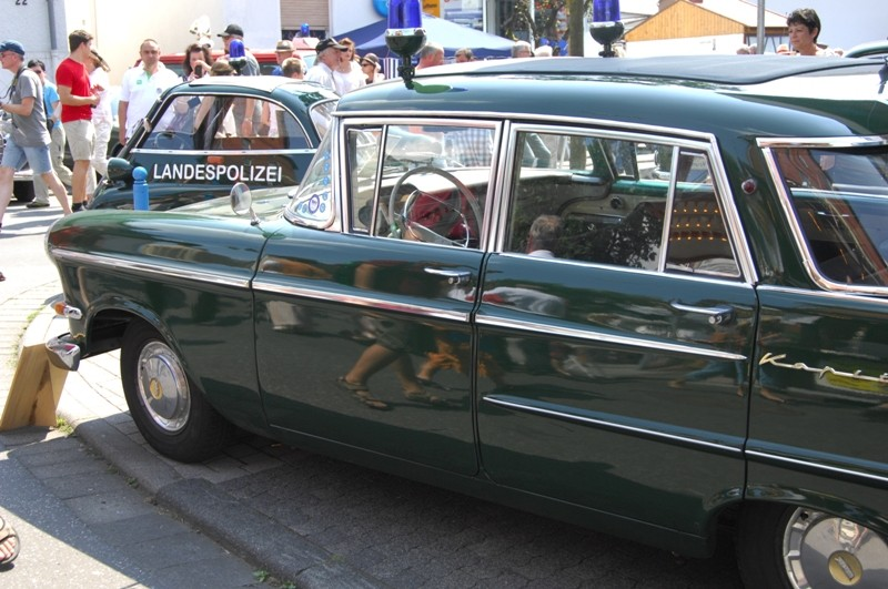 Am Fuße der Burg, oder Autos Autos Autos Pol-210
