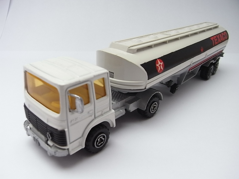 N°3040 Renault-Saviem Citerne 272a10