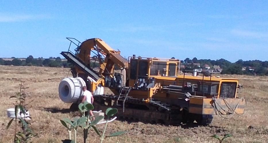 machine pour pose de drain agricole Img74011