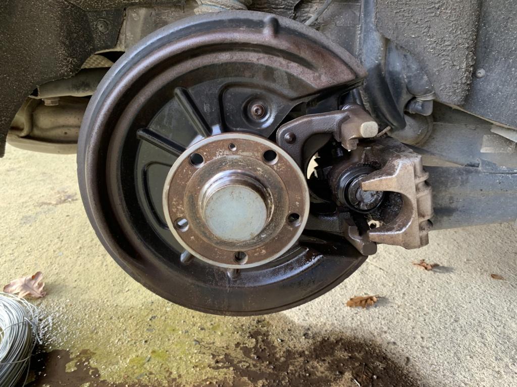 Changement disques et plaquettes de freins AV/AR Arrier11