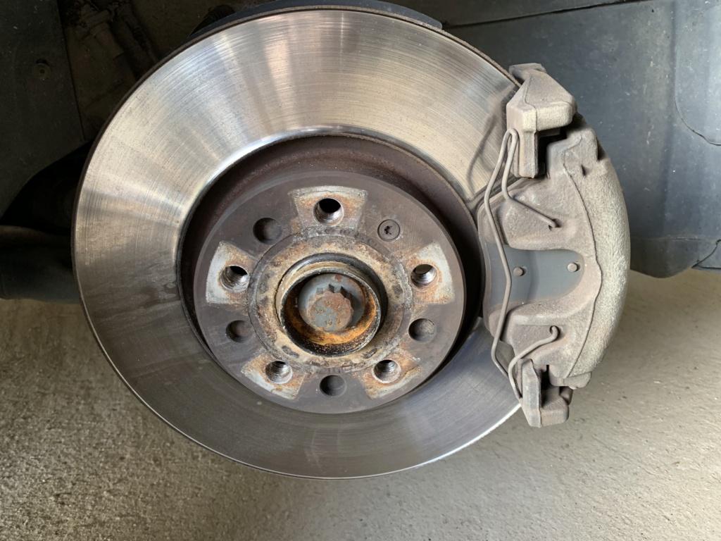 Changement disques et plaquettes de freins AV/AR Avant_12