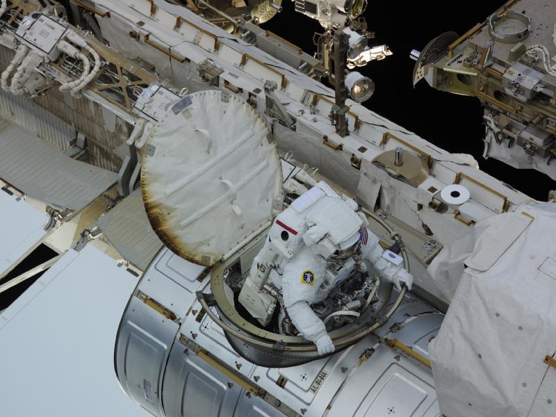 [ISS] Panne + réparation d'un des systèmes de refroidissement  - Page 16 Eva10