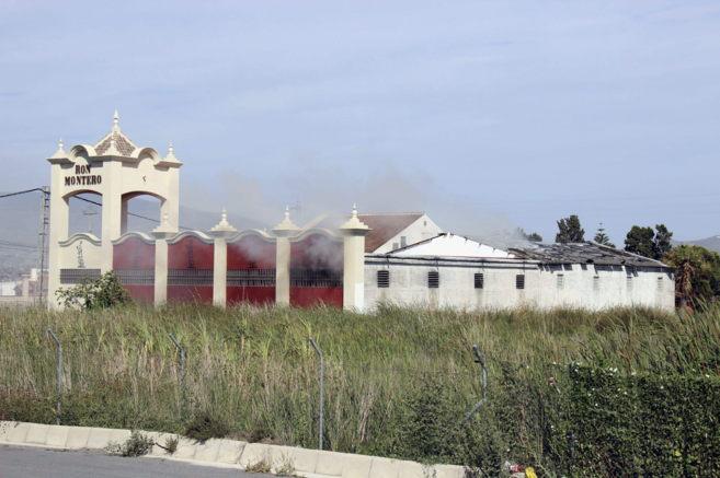 EXPLOCION EN LA FABRICA DE RON MONTERO MOTRIL ( GRANADA) 14043210