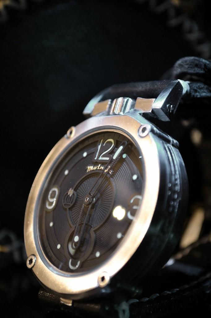★ La montre russe de l'année 2014 Molnij10