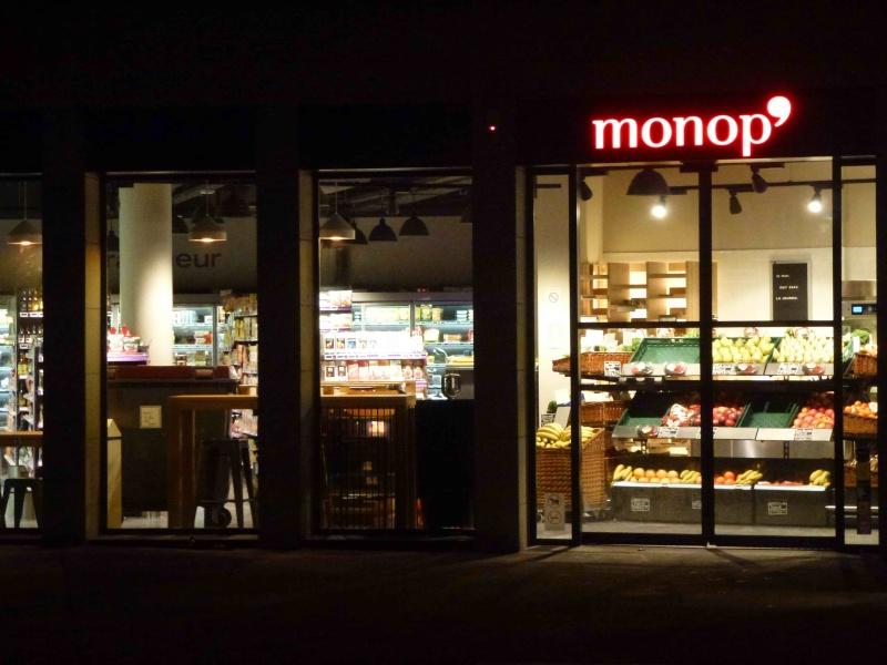 Monoprix place Bir Hakeim P1320315