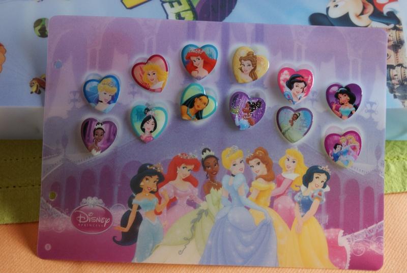Pin's Disney dans les magasins Carrefour Belgique Dsc03310