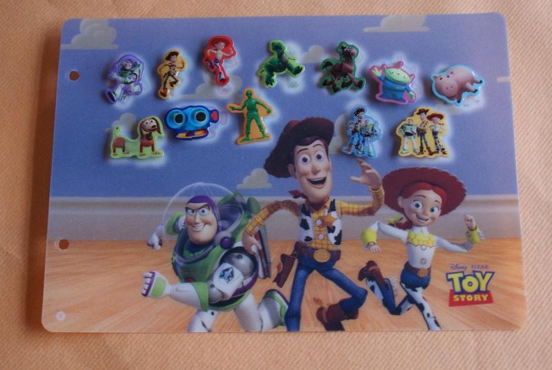 Pin's Disney dans les magasins Carrefour Belgique Dsc03314