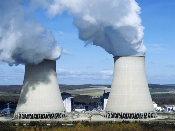Des drones inconnus survolent des centrales nucléaires en France [Et Paris] 15525310