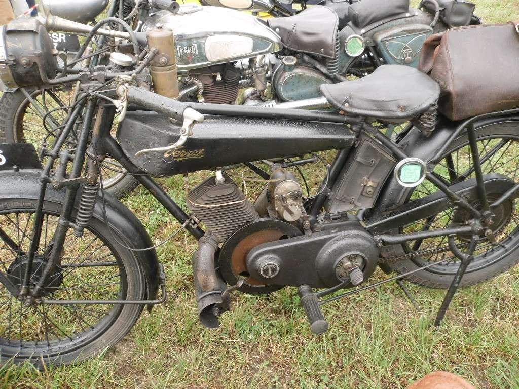 Rassemblement véhicules anciens à la Chaize le Vicomte le 13 juillet 2014 Chaize15
