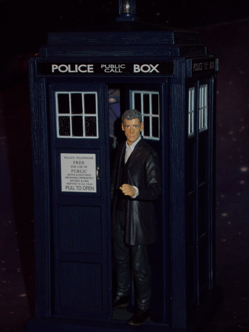 Doctor Who Figures - Page 2 Dscn4110