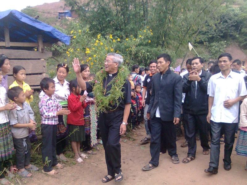 HMOOB CATHOLIC NYOB COB TSIB TEB (Hmong Catholic Vietnam) - Page 5 Tswv_q10