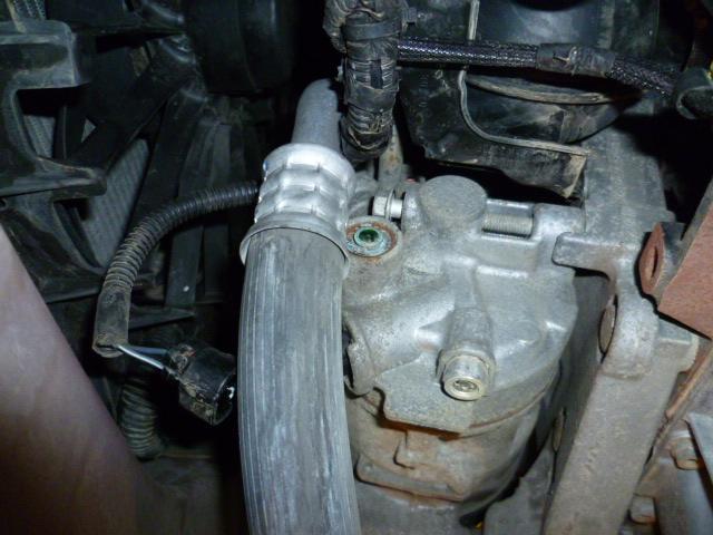 Remplacement alternateur Dodge Caliber 2.0 CRD P1010717