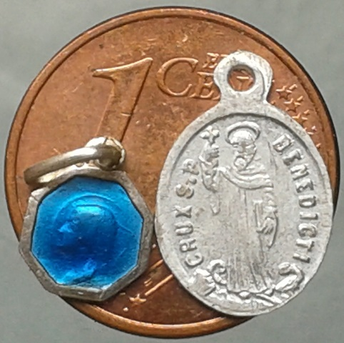 lot de médailles et objet de culte Fdfdff10