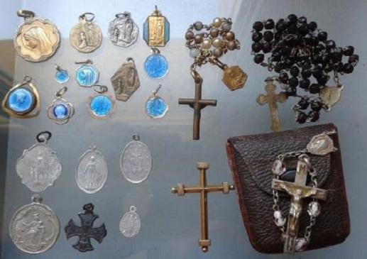lot de médailles et objet de culte Lot_de10