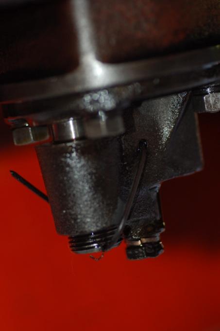 Huile - Fuite contacteur de pression d'huile david brown 990 Dsc_3910