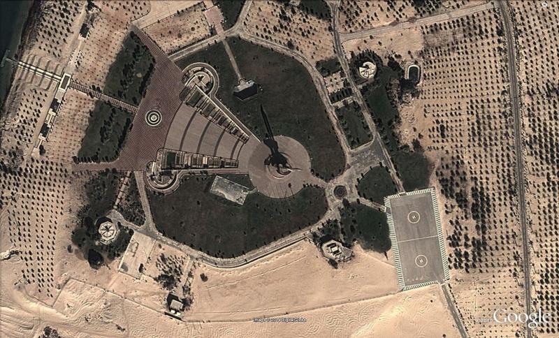 Monument AK 47, Ismailia - Egypte Ak210
