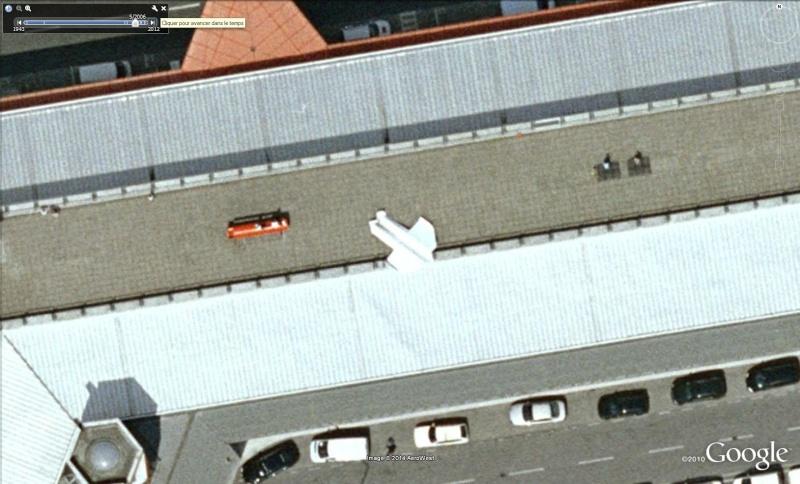 Avion en papier à l'aéroport de Berlin - Allemagne Avi310