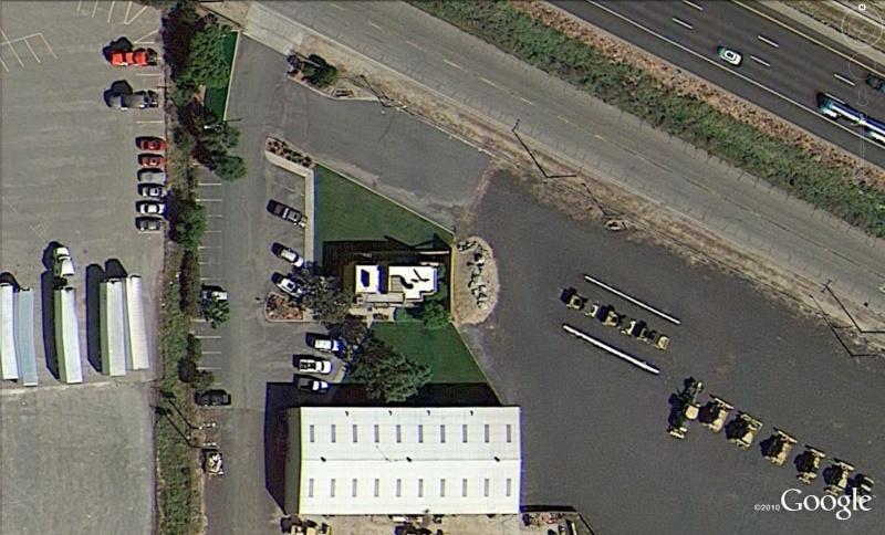 Bureaux en forme de bulldozzer à Turlock, Californie - Etats-Unis Cat310