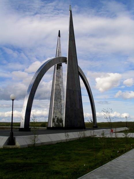 Monument cercle polaire Salekhard Russie Cer111