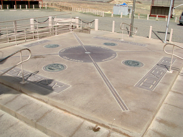 "The ""4 Corners"", jonction des 4 Etats Utah/Arizona/Nouveau-Mexique/Colorado - USA Cor110"