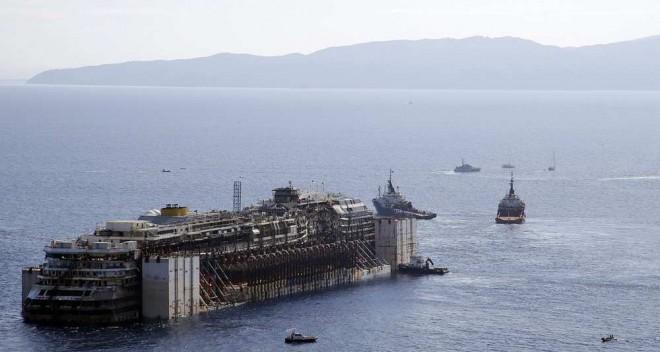 L'épave du Costa-Concordia. Un paquebot géant s'échoue en Italie - Page 4 Cost10