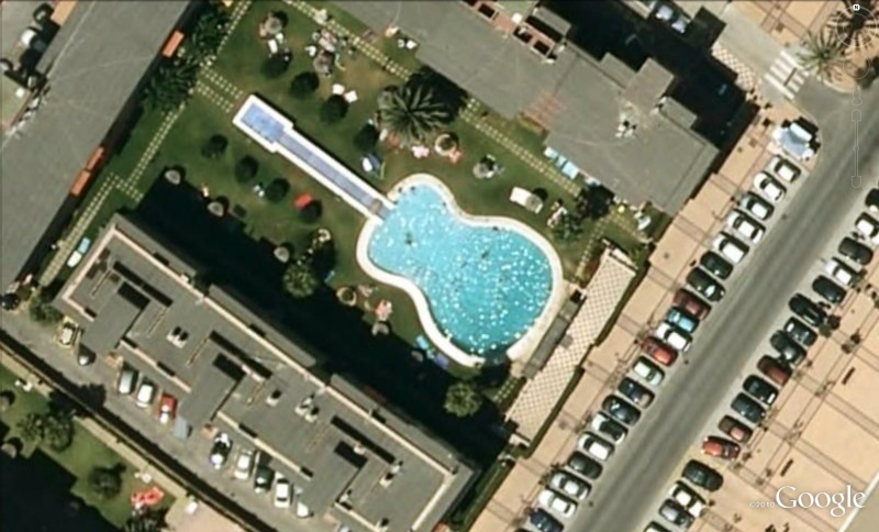 Les piscines du Monde découvertes avec Google Earth - Page 5 Gui110