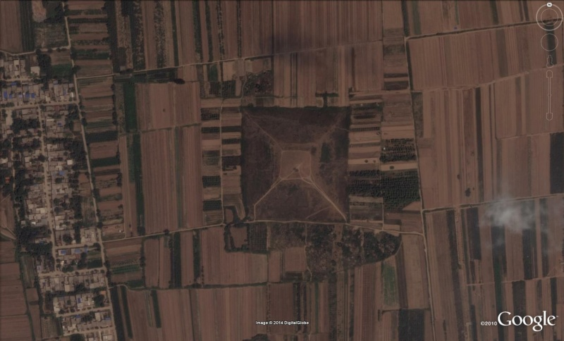 Pyramides, Xianglang - Chine Pira210