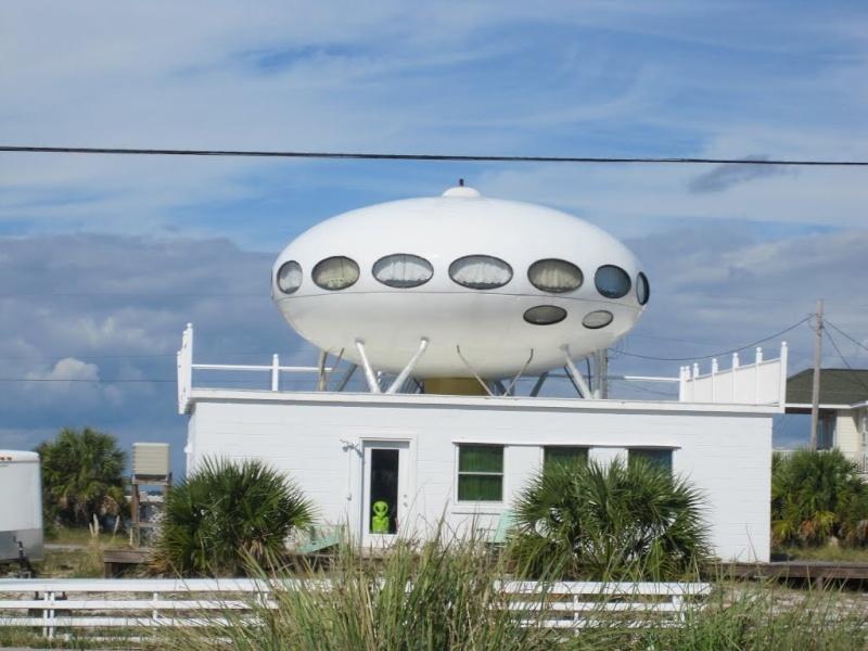 Les bâtiments en forme de soucoupes volantes Spa110