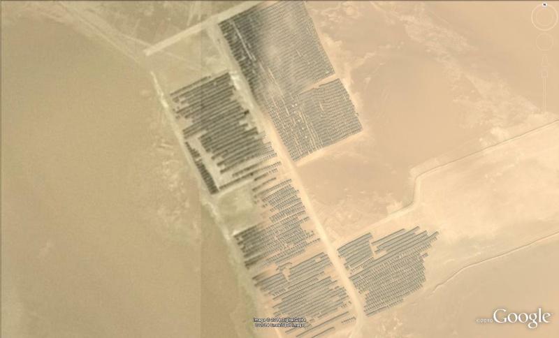 Stock de tuyaux dans le désert de Libye Tuy10