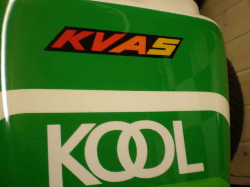 Auto collant KVAS P8140013