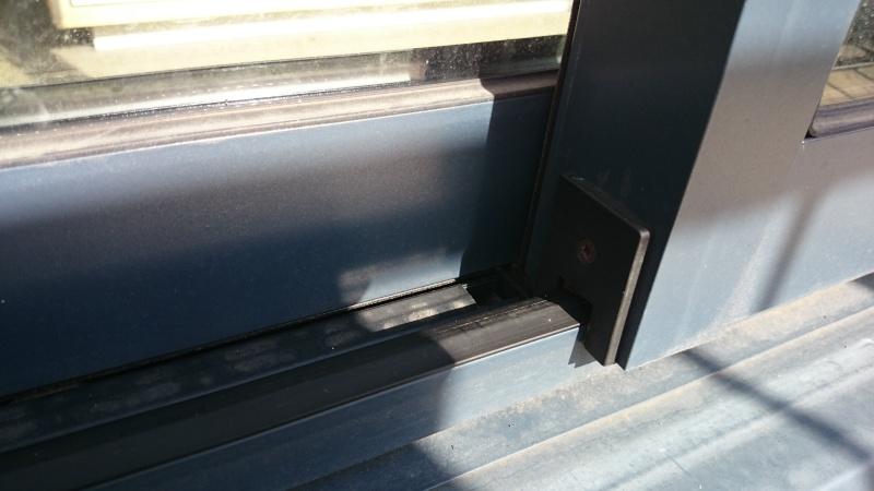 Pièce détachée pour rail porte vitrée Dsc_0216