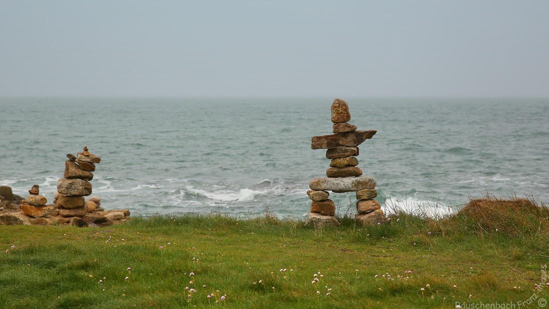 Empilements de pierres ou cairns contemporains  1v4b5310