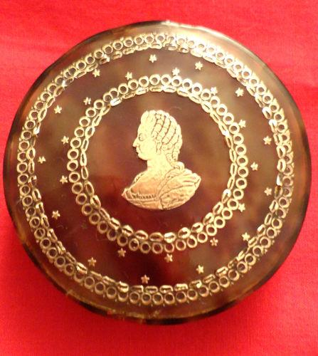 Portraits de Marie-Antoinette sur les boites et tabatières Boite_17