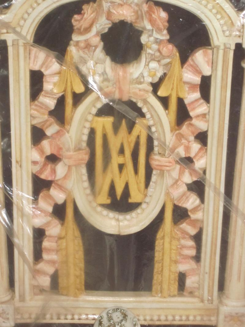 Le monogramme ou chiffre de Marie-Antoinette Chaise10