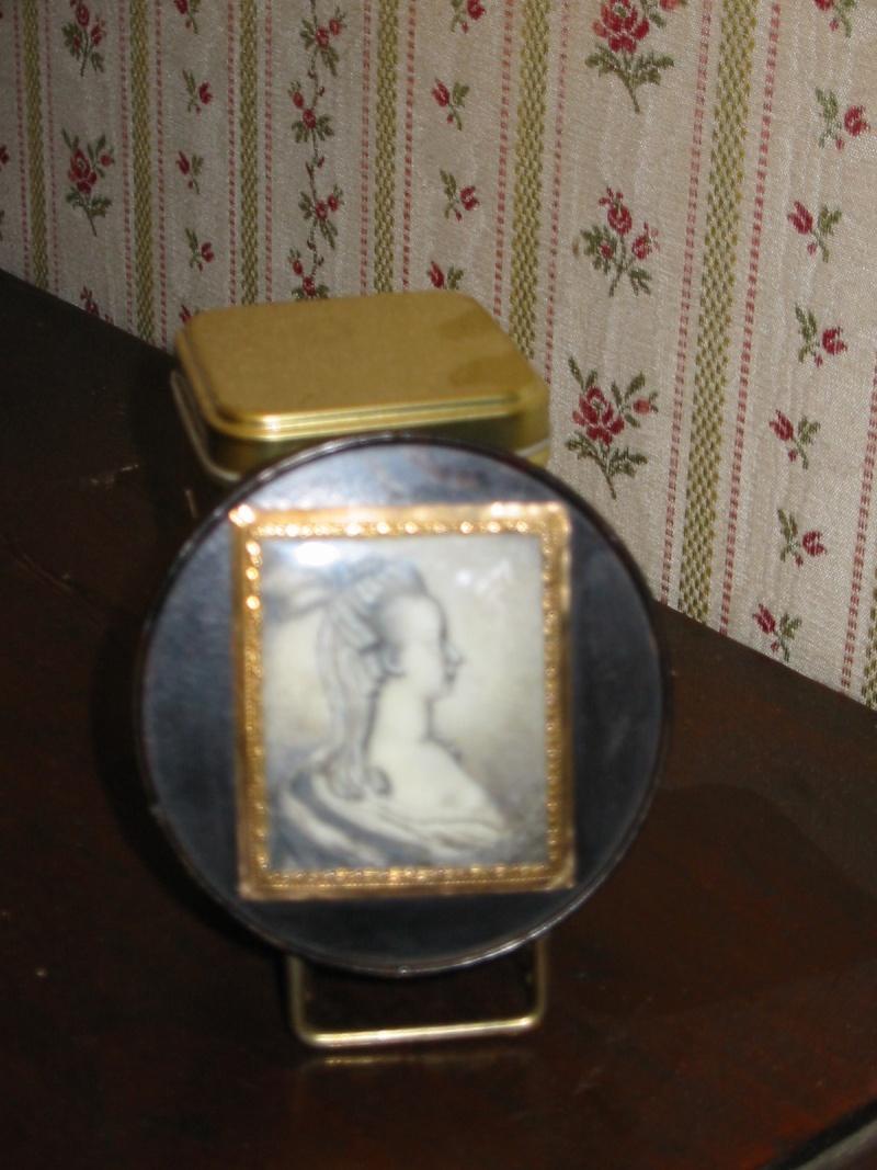 Portraits de Marie-Antoinette sur les boites et tabatières Profil12