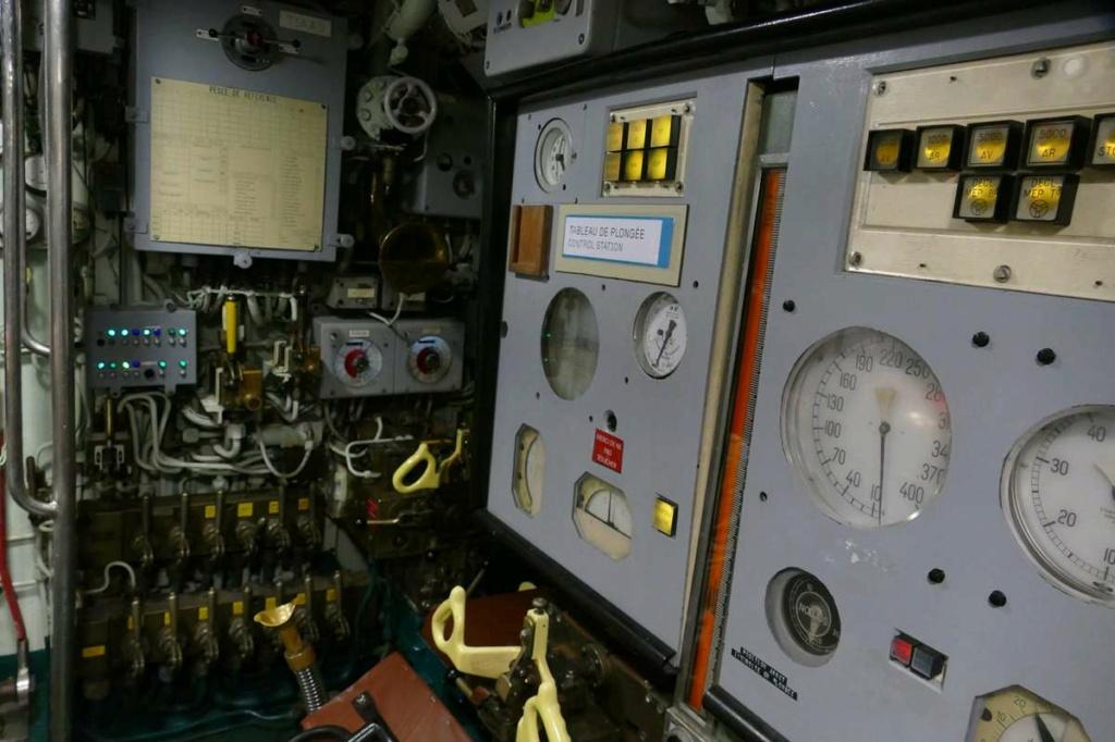 [Les Musées en rapport avec la Marine] Sous-Marin  Flore - Page 20 03725