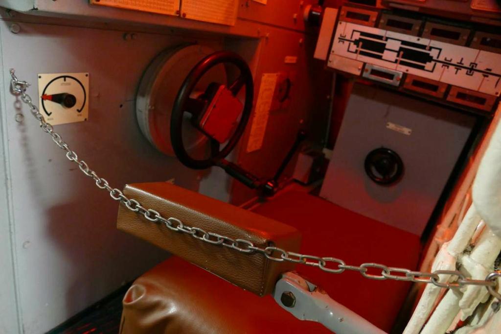 [Les Musées en rapport avec la Marine] Sous-Marin  Flore - Page 20 06928